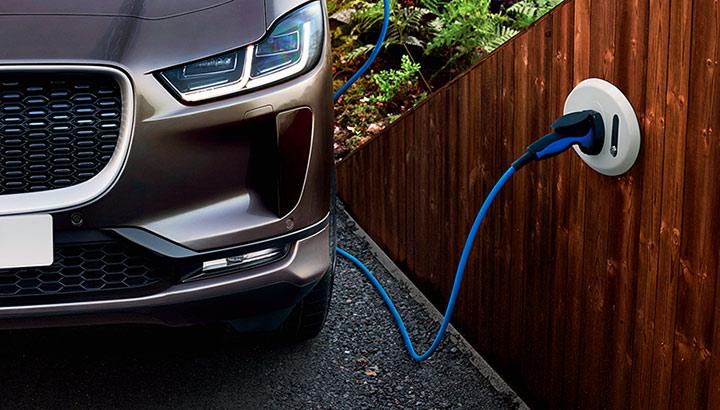 Carros elétricos vão transformar a demanda de alumínio na indústria automobilística